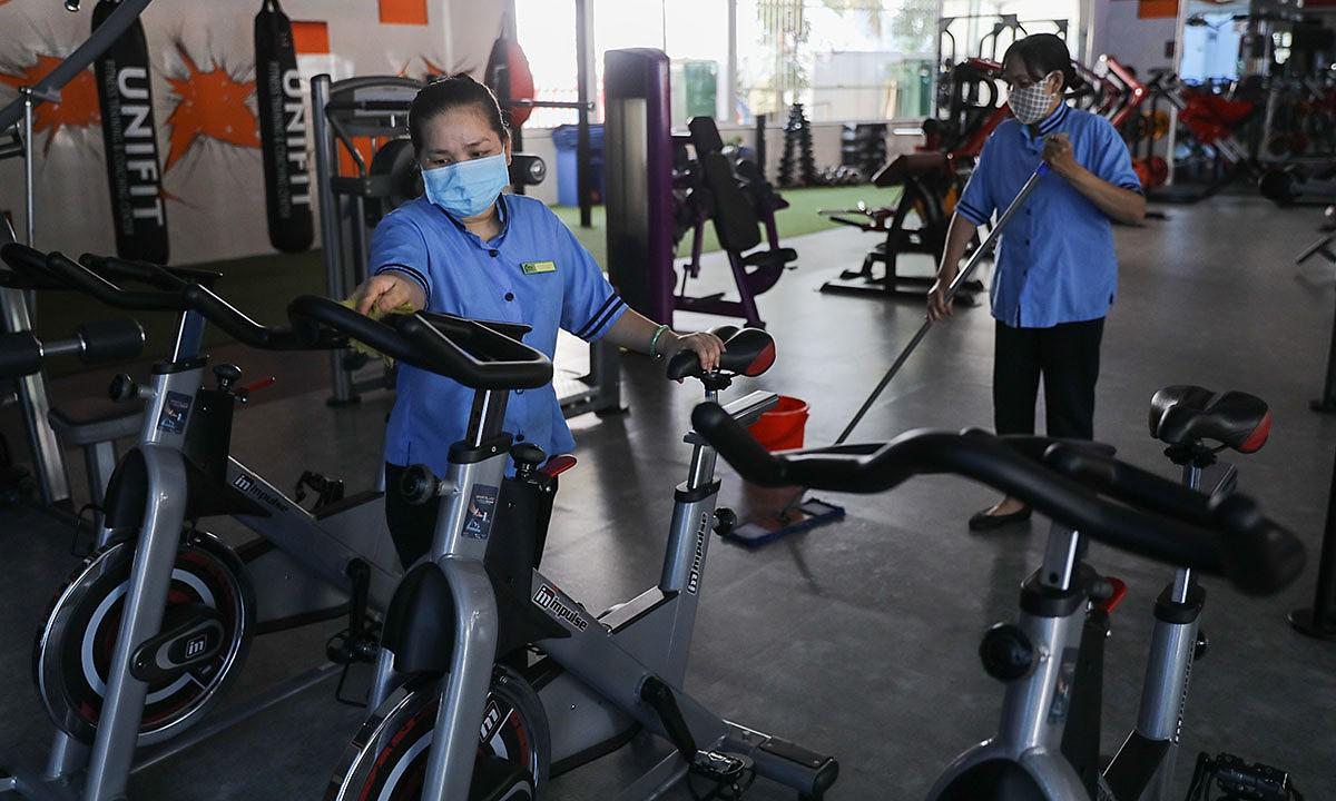 HCMC bans public gatherings of over 30, suspends more services